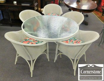 3959-1214 Lloyd Flanders Round Table with 5 Wicker Chairs