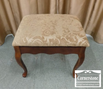 4884-2675 - Queen Anne Upholstered Bench