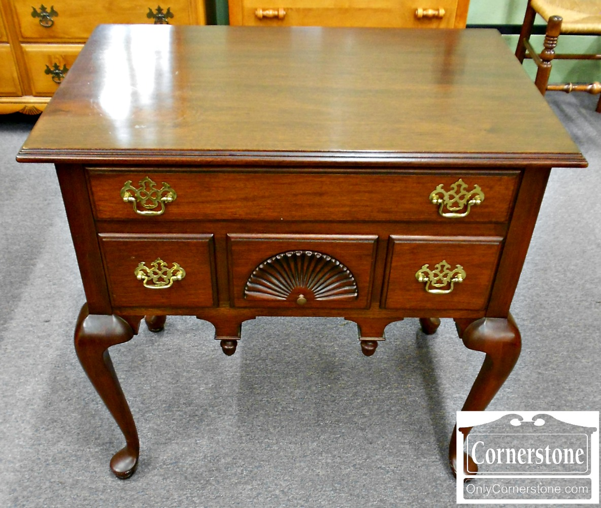 5670-372 Solid Mahogany Queen Anne Lowboy