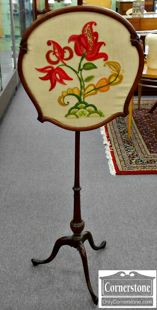 5670-565 Mahogany Needlepoint Fire Screen