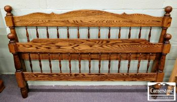 5670-660 Amish-Made Solid Oak Queen Spindle Bed