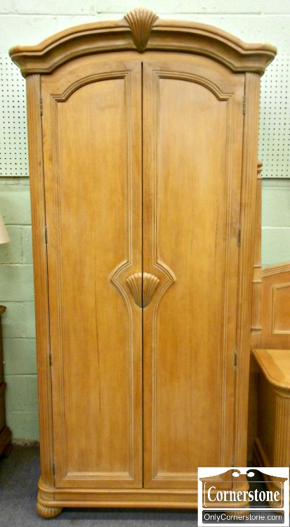 5670-744 Bernhardt Maple Clothing Armoire