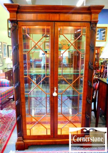 5960-735 Henredon Mahogany Curio Cabinet with Carved Columns