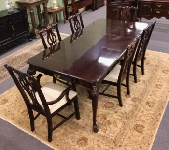 5966-1473 used thomasville Table and Chairs