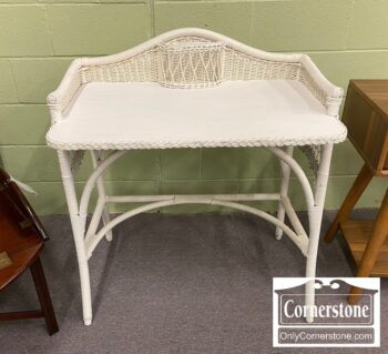 5966-646 - Antique American Wicker Desk