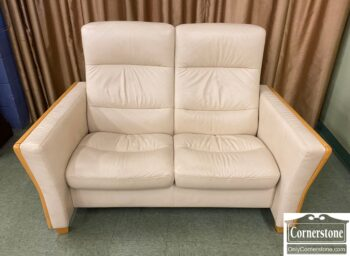 5966-929 - Ekornes Leather Loveseat