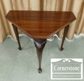 6320-773 - Henkel Harris Solid Mahogany 3-Sided Handkerchief Table