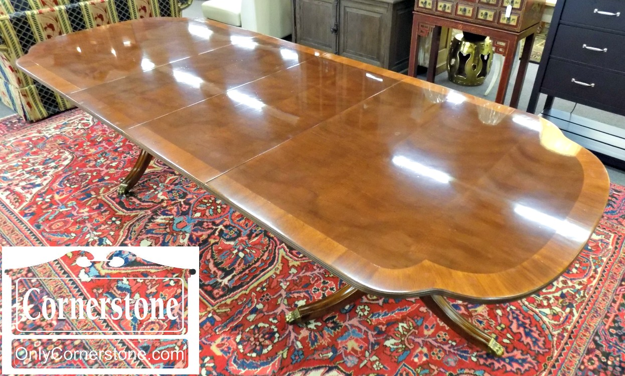 Hickory White Banded Mahogany Pedestal Table With 2 Leaves