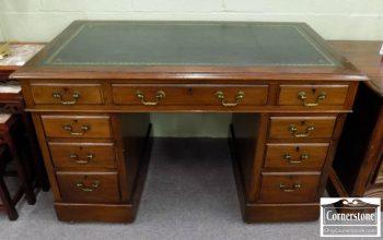6487-1 - Antique Leathertop Kneehole Desk