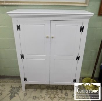 6670-371 - Mastercraft White Painted Cabinet