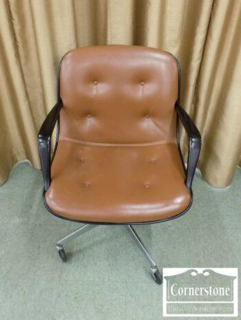 7000-202 - Steelcase Desk Chair on Wheels
