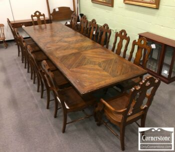 7000-313 - Hekman Table with 3 Leaves and 14 Chairs