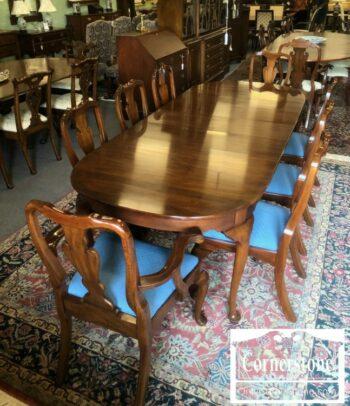 7000-657 - Henkel Harris Table 3lvs 8chairs