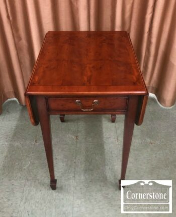 7000-699 - Yorkshire Yew Wood Dropleaf End Table