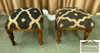 7460-7 - PR Foot Stools Bl Wh Rug Covering