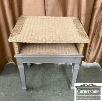 7626-95 - End Table Gray Wicker Top