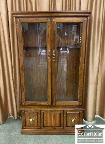 7674-1 - Pulaski Oak Gun Cabinet