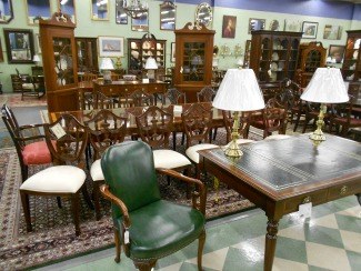 Kindel Banded Dining Room Table Stickley and Maitland Smith