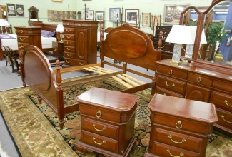 Traditional Cherry and Mahogany Bedroom Furniture Ready for Your ...